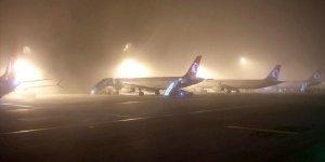 İstanbul'da sis hava trafiğini olumsuz etkiliyor