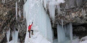 Erek Dağı'ndaki buz şelalesi ünlü dağcıları ağırlıyor