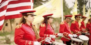 ABD bayraklı SDG bandosu milli marş çaldı