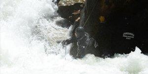 Kayıp AA muhabirini ararken suda kaybolan 2 askerden acı haber!