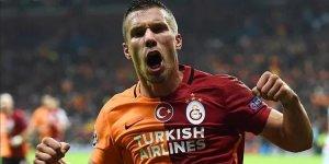 Lukas Podolski: 'Bu akşam tüm çaylar benden'