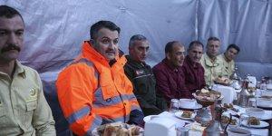 Bakan Pakdemirli, ormancılarla bin 860 rakımda iftar yaptı