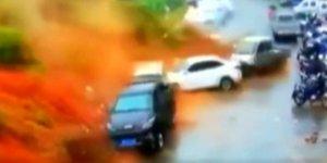Çin'de heyelan faciası! Araçları önüne katıp götürdü