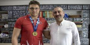 Adalet Bakanı Gül, milli güreşçi Bakır'ı ziyaret etti