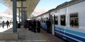 Tahran'dan dün yola çıkan tren Van'a ulaştı! 8 yıl aradan sonra yeniden başladı!
