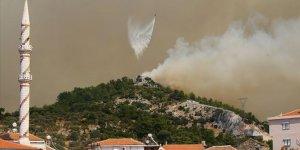 İzmir yanmaya devam ediyor! Orman yangını iki ilçeye sıçradı!