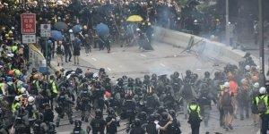 Hong Kong polisine sertleşin çağrısı