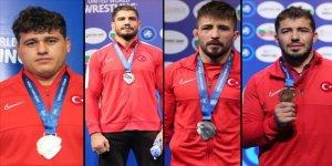 Dünya Güreş Şampiyonası'nda 4 madalya
