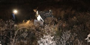 Ankara'da virajı alamayan otomobil boş araziye uçtu