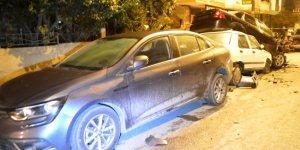 Polisten kaçan şüpheliler dehşet saçtı! 6 araca çarparak durabildi