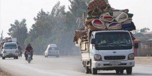 25 bin Suriyeli Türkiye sınırına yakın bölgelere kaçtı