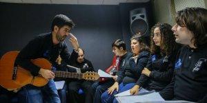 Kurduğu orkestrayla otizmli öğrencilerin hayatını değiştirdi