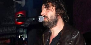 Halil Sezai Paracıkoğlu, yıllardır uzun kullandığı saçlarını kazıttı