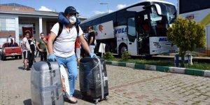 Muş'ta karantina süresi dolan 107 kişi memleketlerine uğurlandı