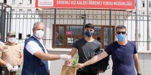 Mersin'de karantina süresi dolan 104 kişi memleketlerine uğurlandı