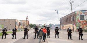 Floyd'un ölümüyle başlayan protestolar sonrası Minneapolis'te sokağa çıkma yasağı getirildi