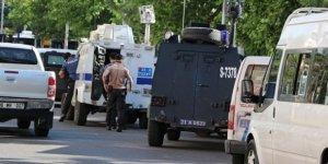 Diyarbakır'da polisin şehit olduğu saldırının zanlıları adliyeye sevk edildi