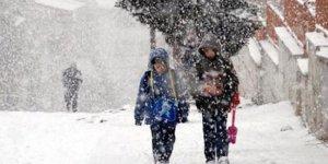 O ilde kar yağışı nedeniyle okullar tatil edildi!