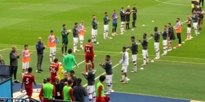 Manchester City'li futbolcular şampiyon olan Liverpool'u alkışladı