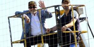 Murat Sancak,  Ümraniyespor maçını vinç üzerinde izledi