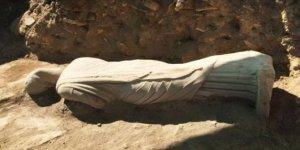 Antalya'da 1700 yıllık kadın heykeli bulundu