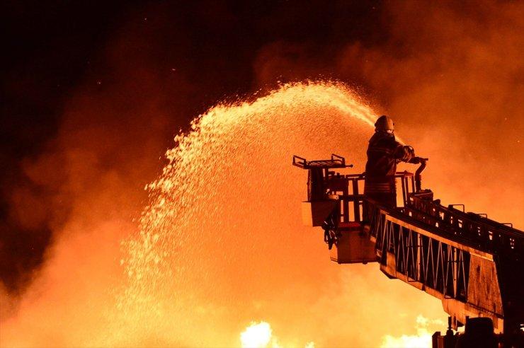 Çanakkale'de sebze ve meyve halinde yangın