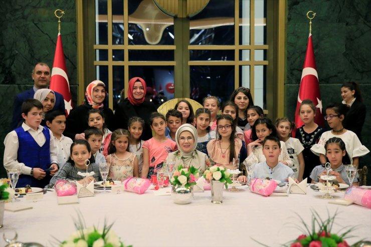 Emine Erdoğan'dan yetim çocuklara iftar