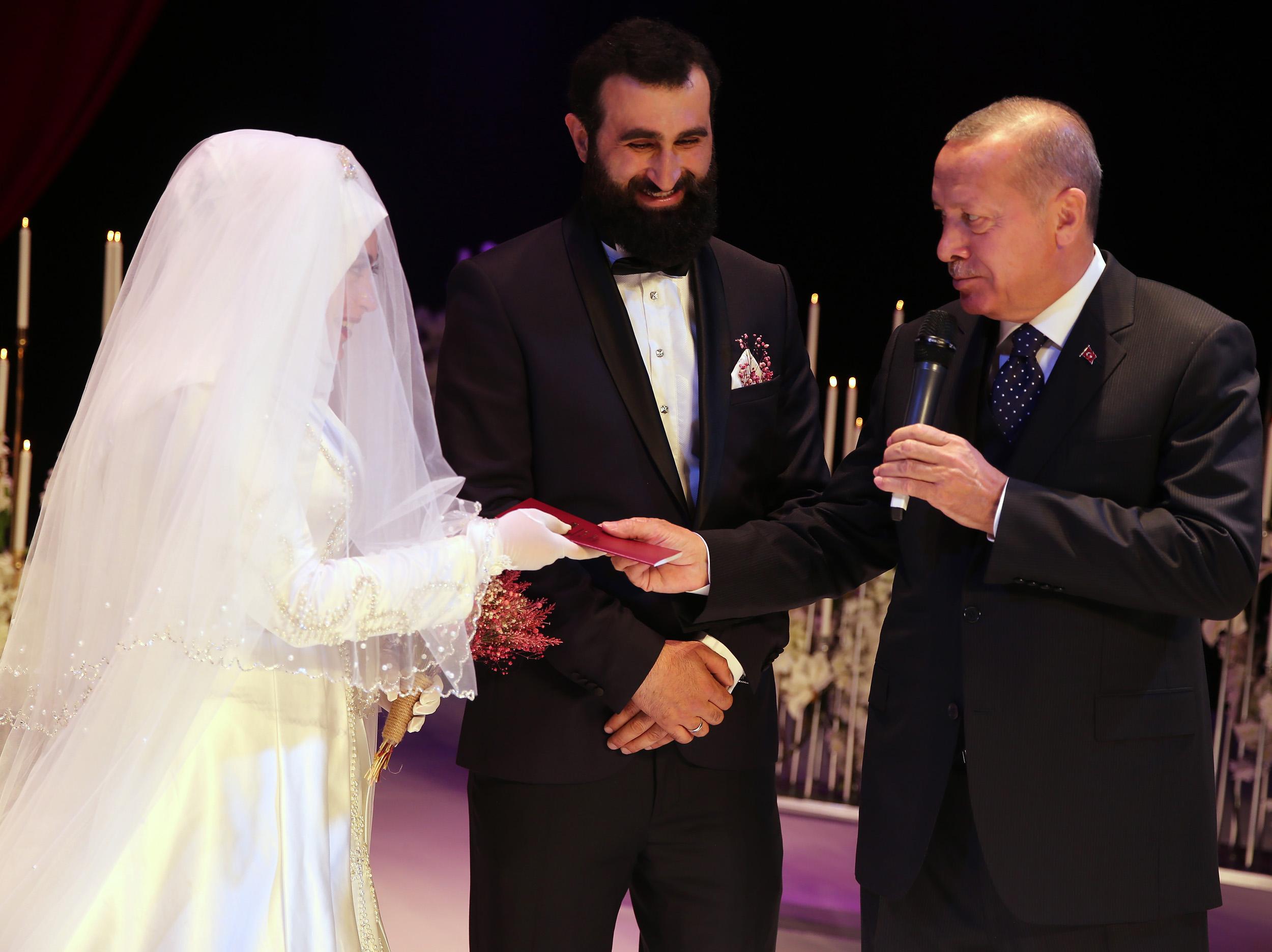 cumhurbaskani-erdogan-nikah-sahidi-oldu-3.jpg