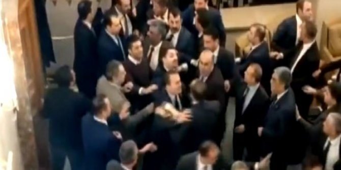 MHP'li ve CHP'li milletvekilleri birbirine girdi