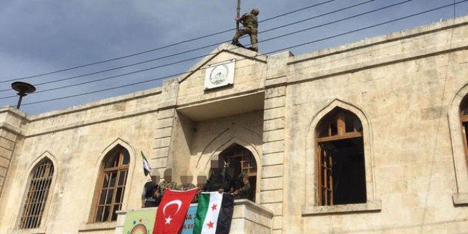 Afrin'e Türk Bayrağı asıldı