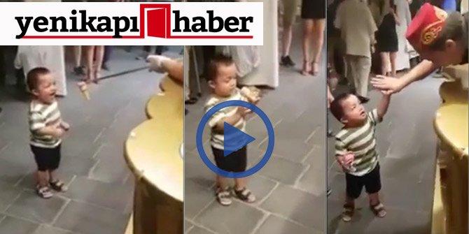 Minik Çocuğa Dondurmacı Şakası!