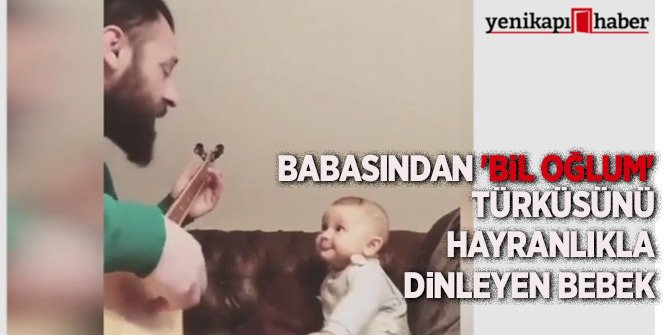 'Bil oğlum' türküsünü hayranlıkla dinleyen bebek