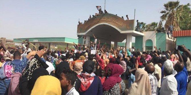 Sudan'daki darbenin arkasından ABD çıktı