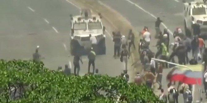 Venezuela'da zırhlı araç halkı ezdi!