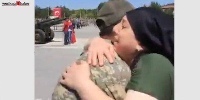 Yemin töreni sonrası bir asker gözyaşlarına boğuldu