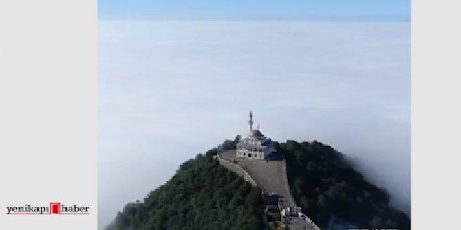 Sislerin arasından yükselen Kıble Dağı Camii…