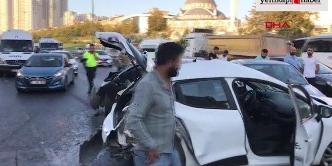 İstanbul'da zincirleme kaza! Trafik felç...