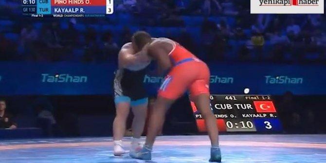Rıza Kayaalp 4. kez Dünya Şampiyonu oldu! İşte o anlar