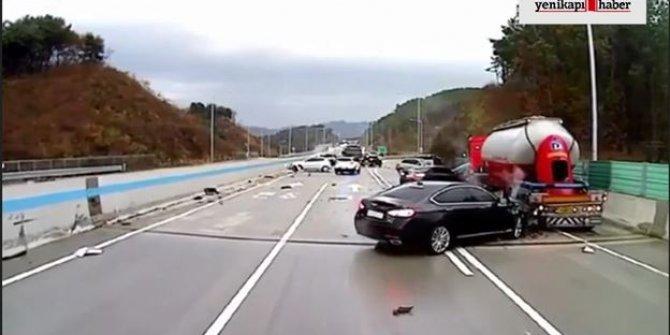 Gizli buzlanma zincirleme kazaya yol açtı, 20 araç birbirine girdi