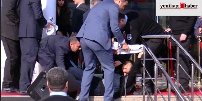 Kılıçdaroğlu'nun katıldığı programda pankart açmak isteyen kadın yerde sürüklendi!