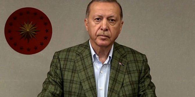 Cumhurbaşkanı Erdoğan saat 19.19'da canlı yayında İstiklal Marşı'nı okudu