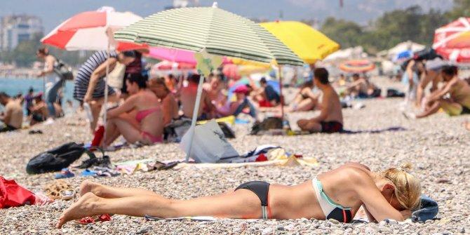 Sıcaktan bunalan soluğu sahilde aldı
