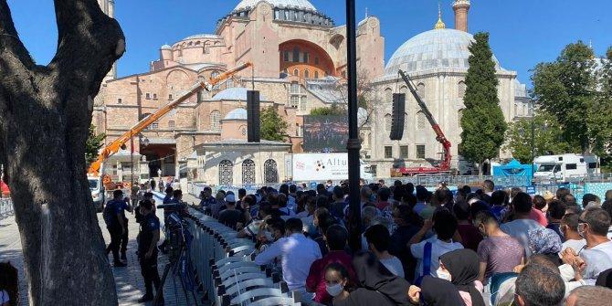 Ayasofya Camii'ne ziyaretçi akını sürüyor